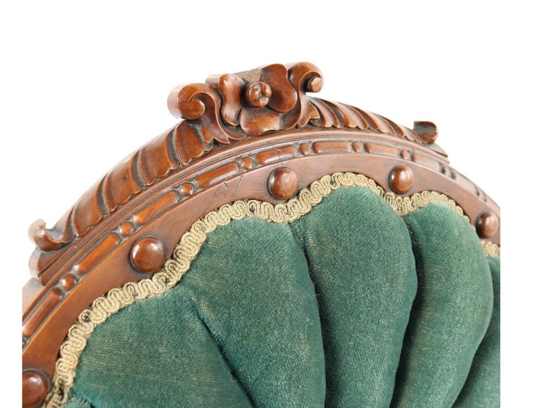 1800s Victorian Balloon Back Accent Chair on Casters in Emerald Green Velvet For Sale 1