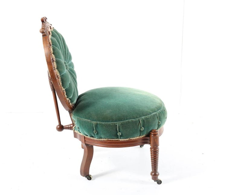 1800s Victorian Balloon Back Accent Chair on Casters in Emerald Green Velvet For Sale 2