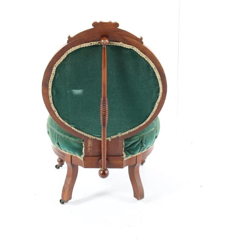 1800s Victorian Balloon Back Accent Chair on Casters in Emerald Green Velvet For Sale 3