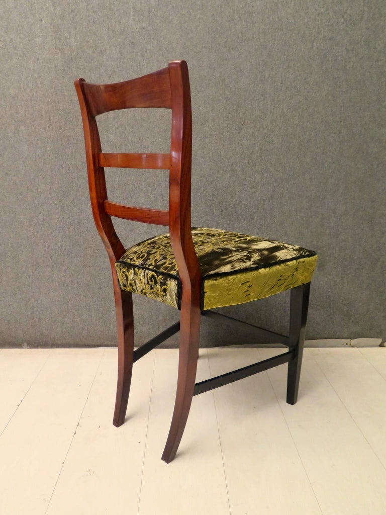 Elegant single chair, of the early Austrian Biedermeier period. 