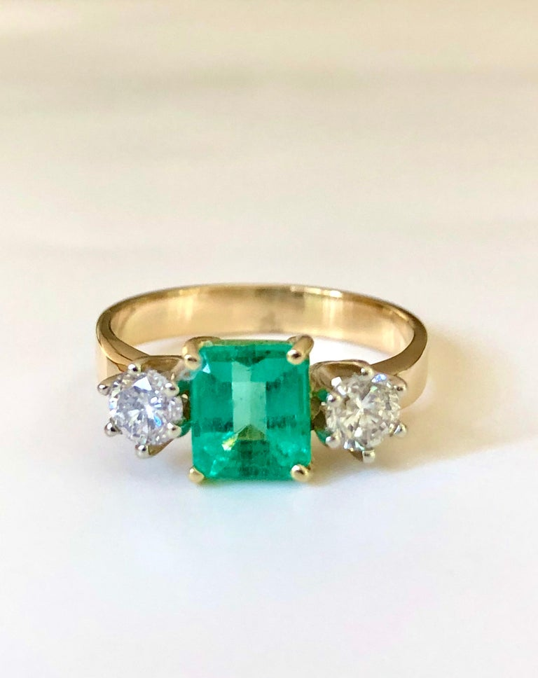 1.83 Carat Natural Colombian Emerald and Diamond Three-Stone Ring 18 Karat For Sale 4