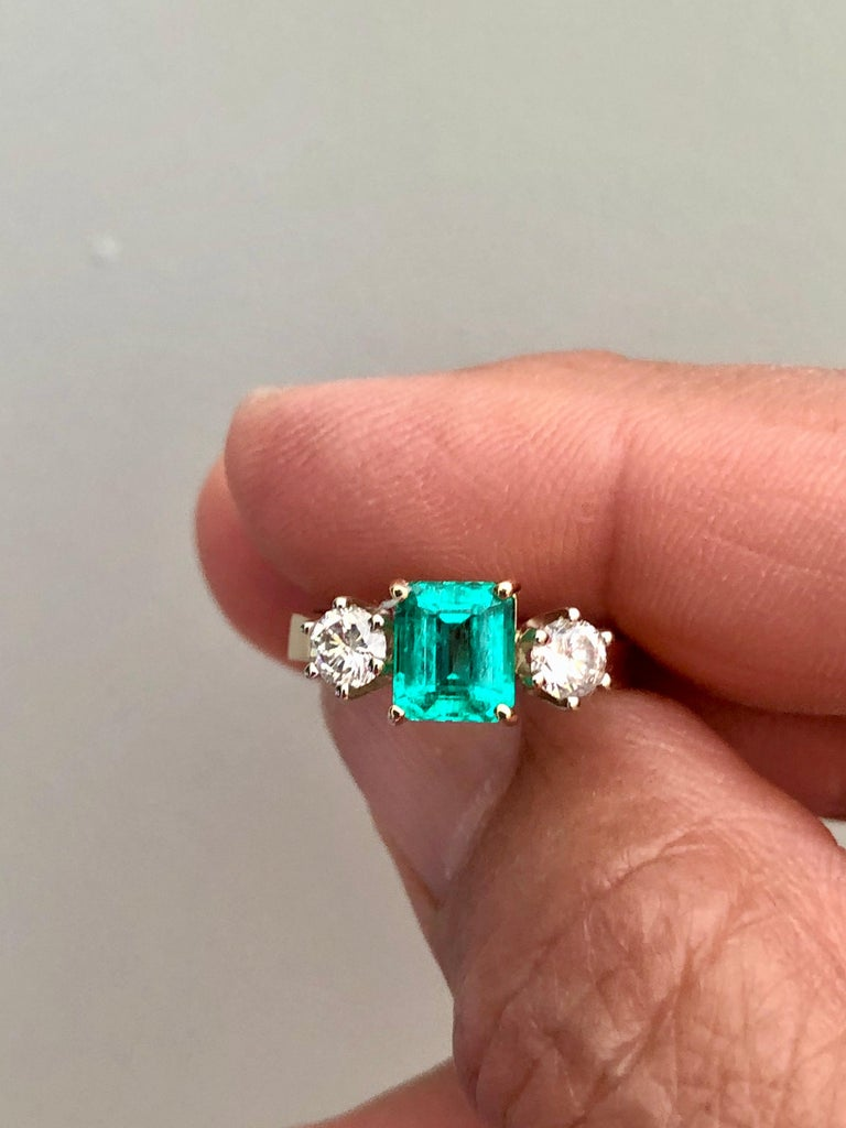 1.83 Carat Natural Colombian Emerald and Diamond Three-Stone Ring 18 Karat For Sale 8