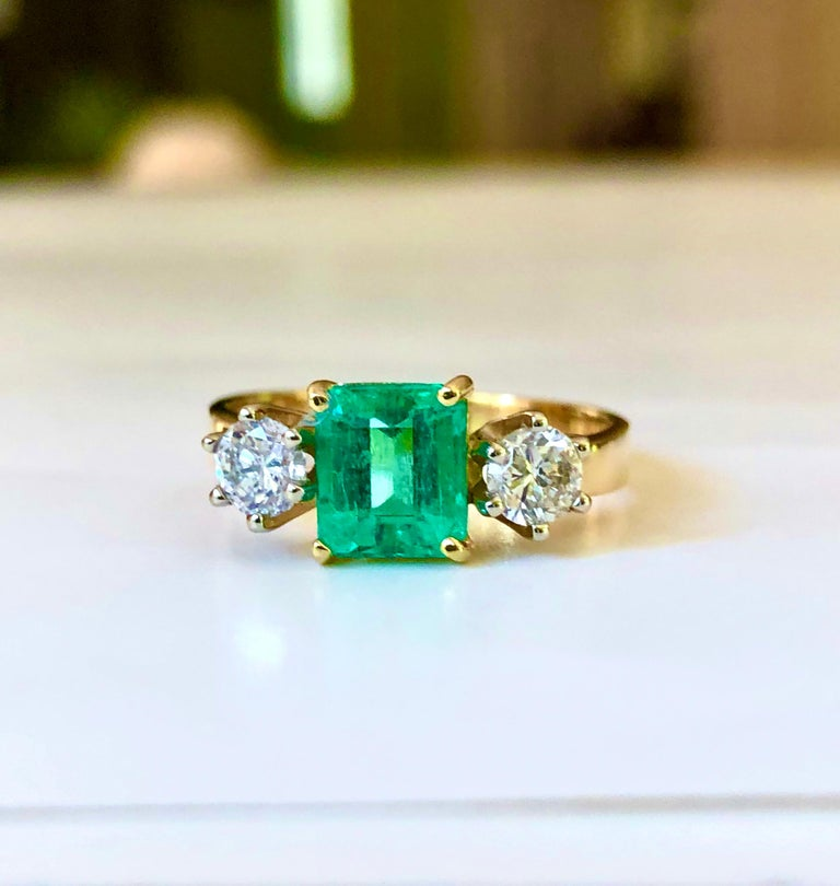 1.83 Carat Natural Colombian Emerald and Diamond Three-Stone Ring 18 Karat For Sale 1