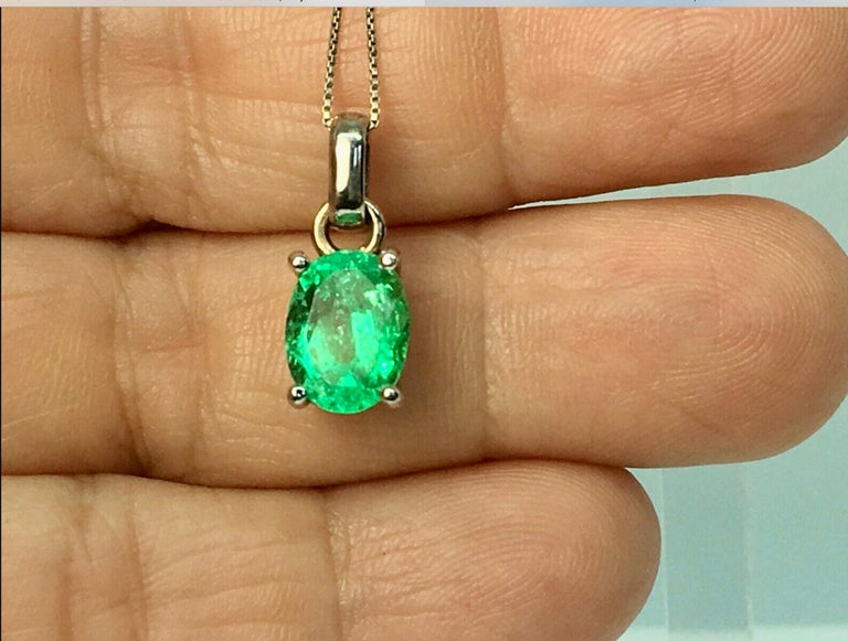 Solitaire pendant with a fine natural Colombian emerald oval cut, weigh apprrox. 1.85 carat, measurements; 9.53mmx7.45mm. Medium Green, VS in clarity. Excellent clarity and transparency!  Composition: Solid White Gold 18K   Style: Solitaire -