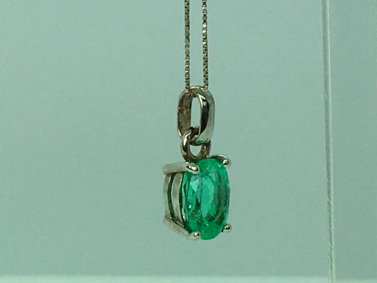 Contemporary 1.85 Carat Colombian Natural Green Oval Emerald Pendant 18 Karat White Gold For Sale