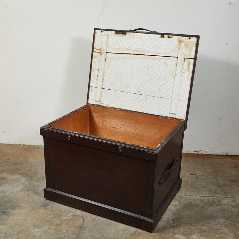 1860s English Large Painted Camphorwood Silver Chest with Leather Handles In Good Condition For Sale In Los Angeles, CA