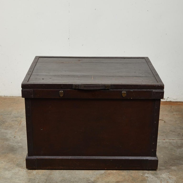 Wood 1860s English Large Painted Camphorwood Silver Chest with Leather Handles For Sale