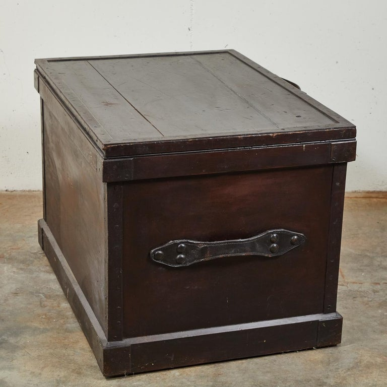1860s English Large Painted Camphorwood Silver Chest with Leather Handles For Sale 1
