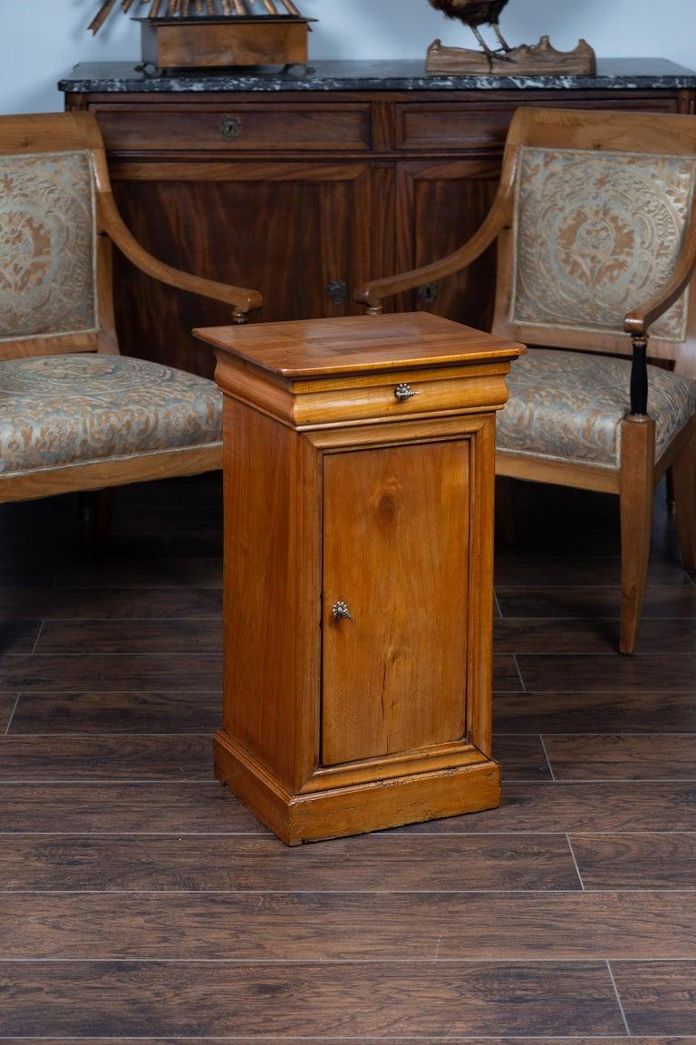 1870s Austrian Biedermeier Style Walnut Bedside Cabinet with Drawer and Door For Sale 4