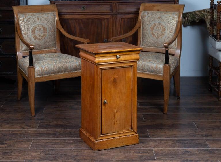 1870s Austrian Biedermeier Style Walnut Bedside Cabinet with Drawer and Door For Sale 5