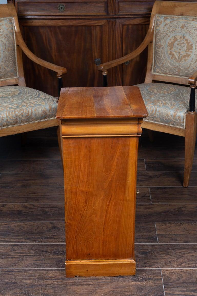 1870s Austrian Biedermeier Style Walnut Bedside Cabinet with Drawer and Door For Sale 6