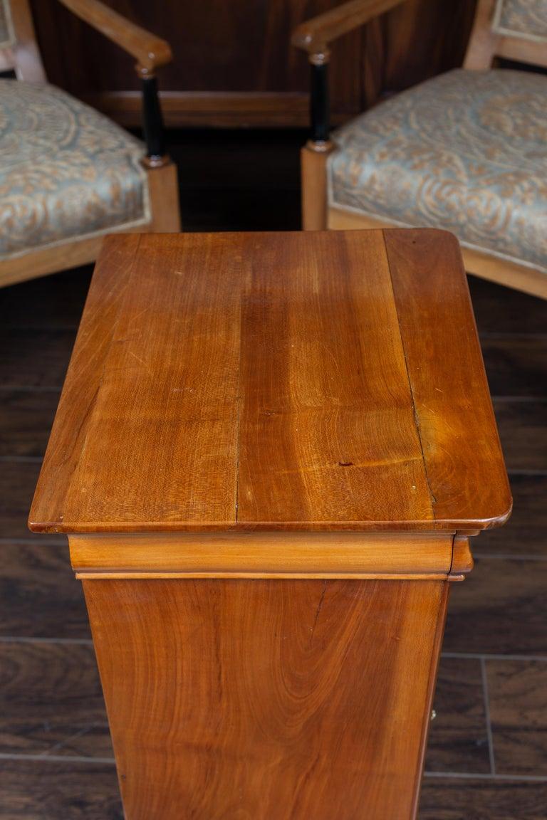 1870s Austrian Biedermeier Style Walnut Bedside Cabinet with Drawer and Door For Sale 7