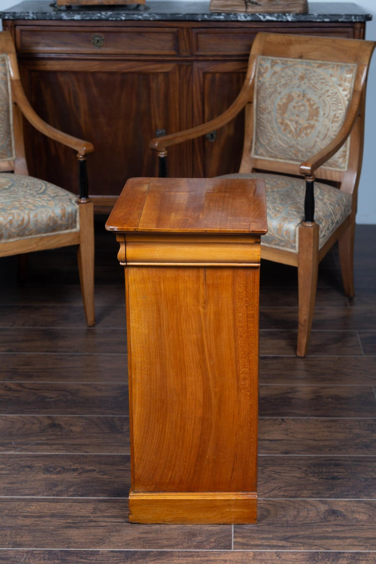 1870s Austrian Biedermeier Style Walnut Bedside Cabinet with Drawer and Door For Sale 9