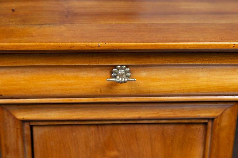 1870s Austrian Biedermeier Style Walnut Bedside Cabinet with Drawer and Door For Sale 10