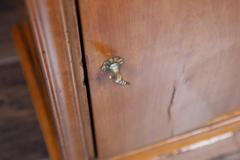 1870s Austrian Biedermeier Style Walnut Bedside Cabinet with Drawer and Door For Sale 11