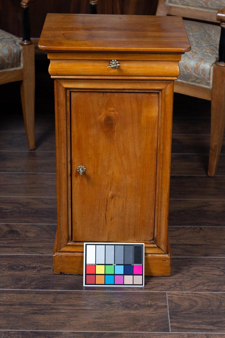 1870s Austrian Biedermeier Style Walnut Bedside Cabinet with Drawer and Door For Sale 12