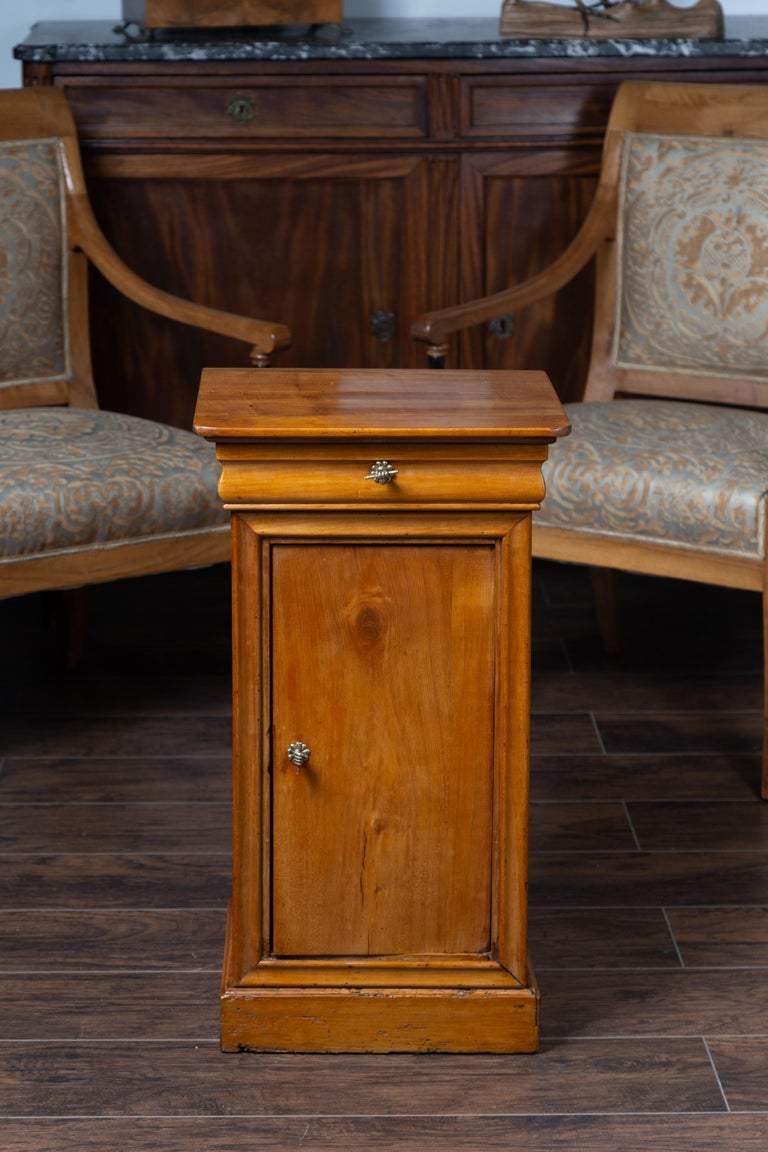 1870s Austrian Biedermeier Style Walnut Bedside Cabinet with Drawer and Door In Good Condition For Sale In Atlanta, GA