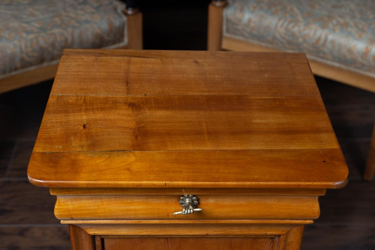 1870s Austrian Biedermeier Style Walnut Bedside Cabinet with Drawer and Door For Sale 1