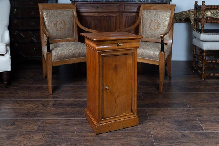 1870s Austrian Biedermeier Style Walnut Bedside Cabinet with Drawer and Door For Sale 2