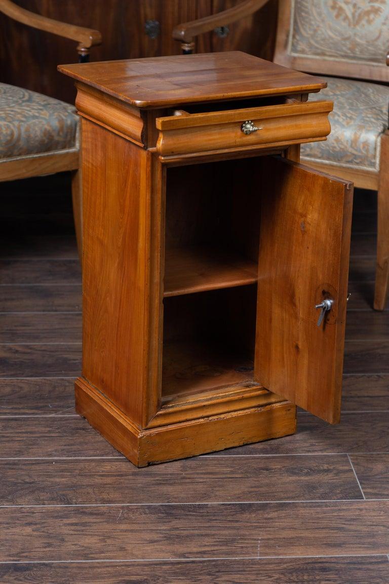 1870s Austrian Biedermeier Style Walnut Bedside Cabinet with Drawer and Door For Sale 3