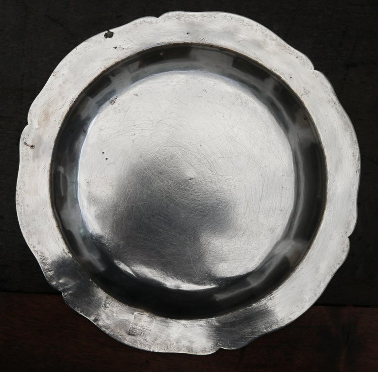 19th Century 1875 Set of Eight 90% Silver Plates with Shaped Edges and Engraved Crest For Sale