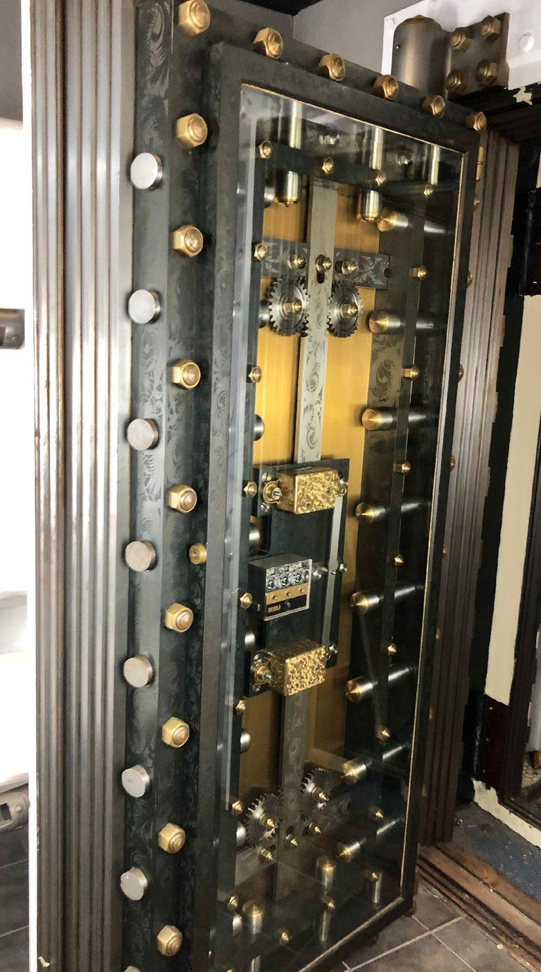 1895 York Vault Door Engineered by Benjamin Tripp of Boston In Good Condition For Sale In Plymouth, MA