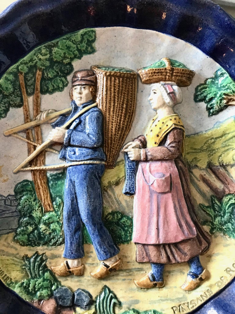 1880 French Country Pair of Navy Blue Edged Folk Art Majolica Decorative Plates For Sale 11