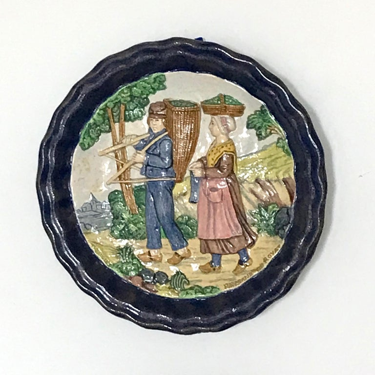 1880 French Country Pair of Navy Blue Edged Folk Art Majolica Decorative Plates For Sale 14