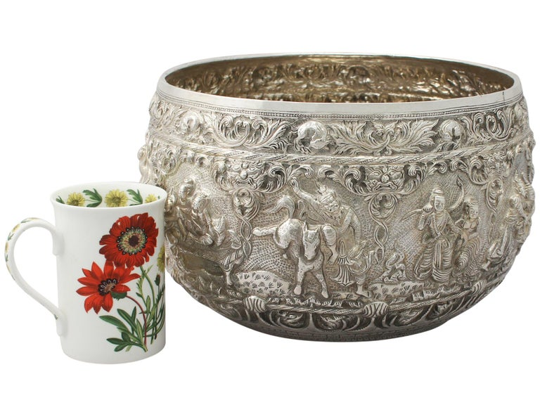 1880s Antique Burmese Silver Thabeik Bowl In Excellent Condition For Sale In Jesmond, Newcastle Upon Tyne