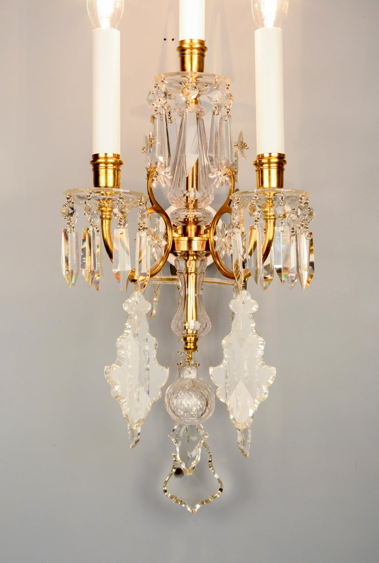 Austrian 1880s Lobmeyr Polished Antique Gold Three-Arm Wall Sconce with Hand-Cut Crystal For Sale