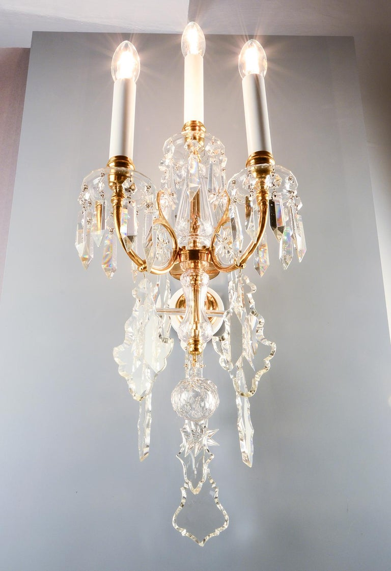 19th Century 1880s Lobmeyr Polished Antique Gold Three-Arm Wall Sconce with Hand-Cut Crystal For Sale