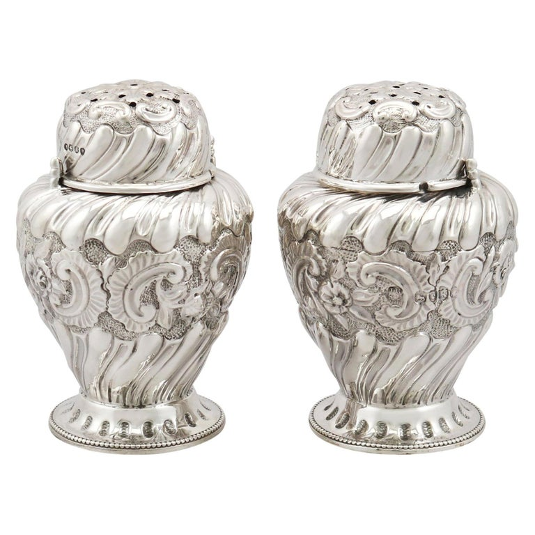 1880s Pair of Victorian Sterling Silver Condiment Shakers For Sale