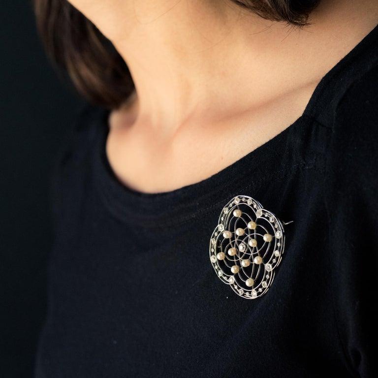 1890s Belle Époque Natural Pearl Diamonds 18 Karat Gold Platinum Brooch For Sale 2