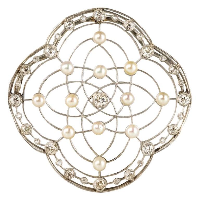 1890s Belle Époque Natural Pearl Diamonds 18 Karat Gold Platinum Brooch For Sale