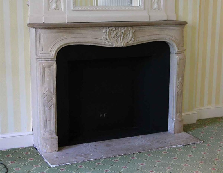 1890s NYC Waldorf Astoria Hotel Louis XV French Carved Limestone Mantel In Good Condition For Sale In New York, NY