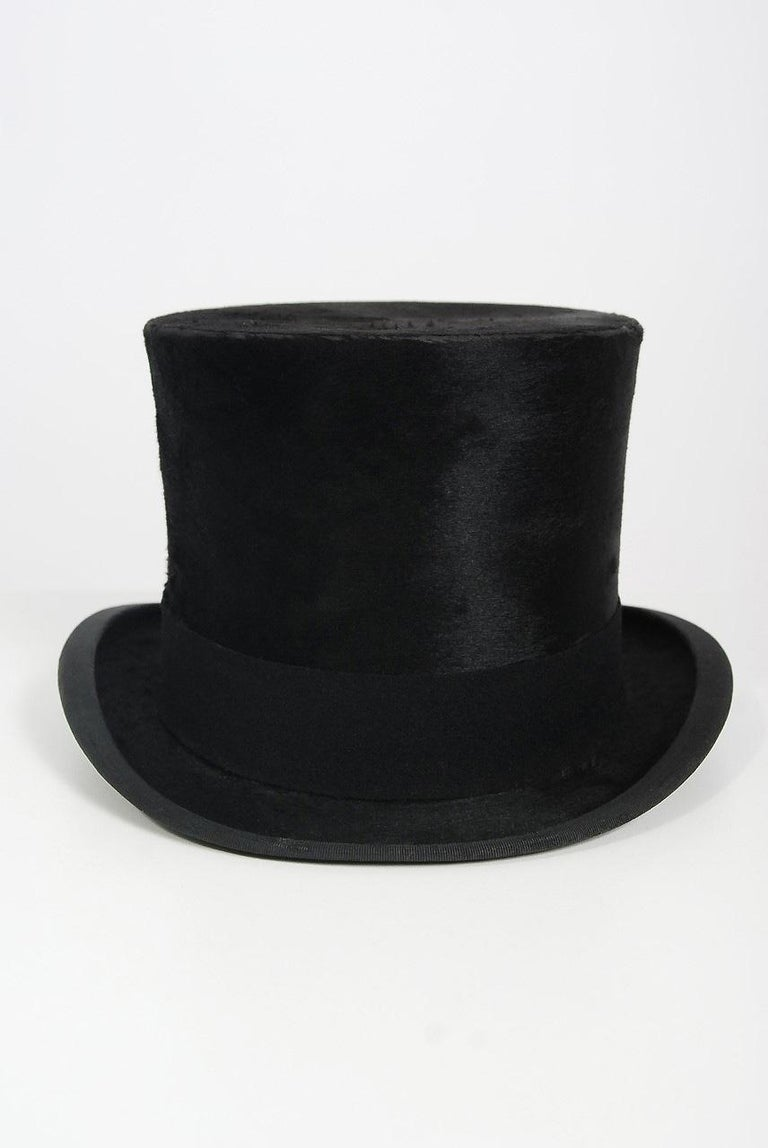 Gorgeous black silk plush original top hat dating back to the date 1890's. Dunn & Co. was founded in 1887 by George Arthur Dunn, who started by selling hats on the streets of Birmingham. Years later he had two hundred hat shops and as many