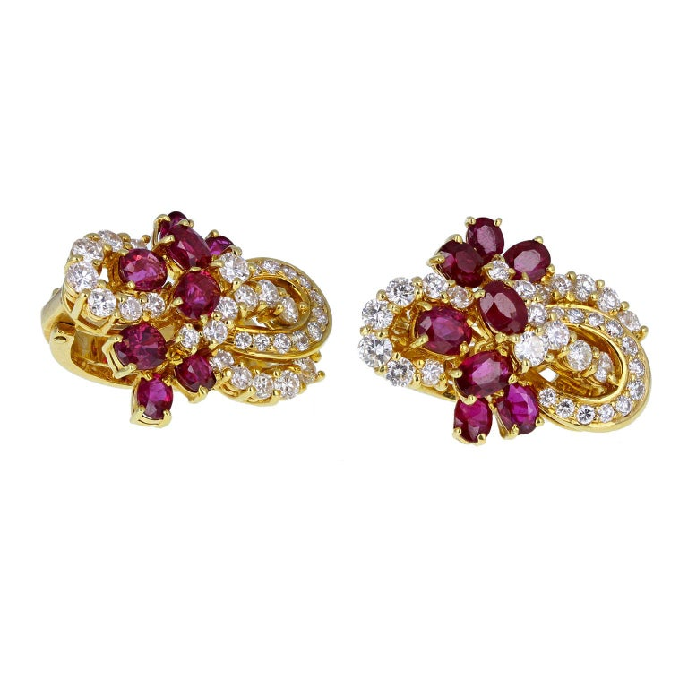 18 Carat Gold Ruby Diamond Necklace Suite For Sale 2