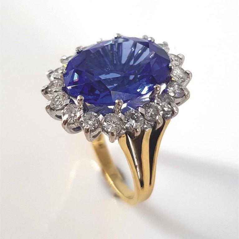 18ct White & Yellow Gold Oval Cut Tanzanite & Diamond Ring In Excellent Condition For Sale In Cape Town, ZA