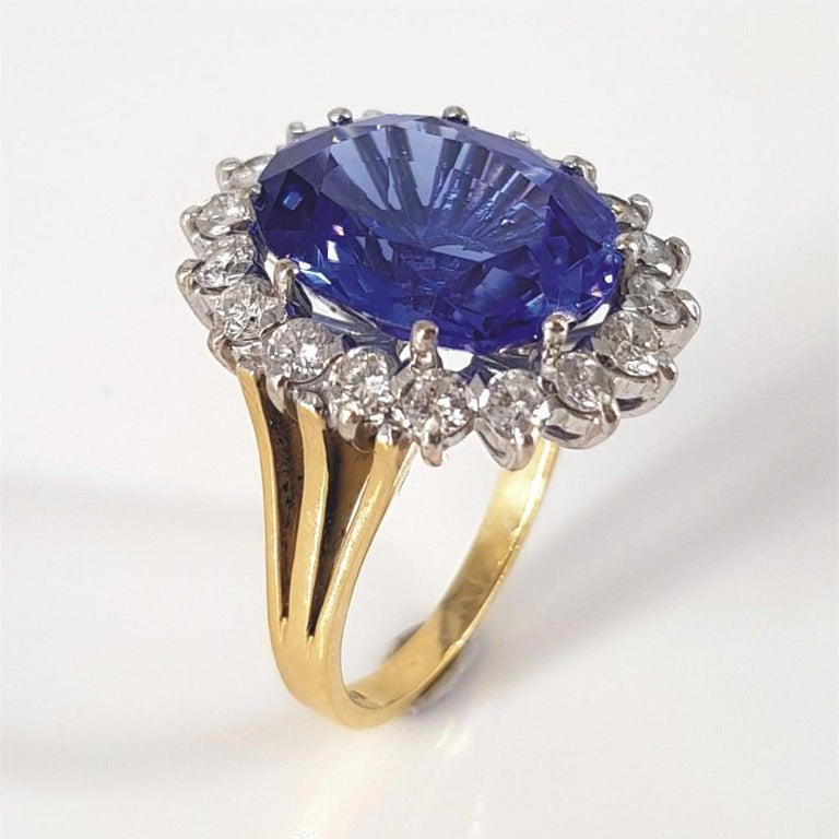 Women's 18ct White & Yellow Gold Oval Cut Tanzanite & Diamond Ring For Sale