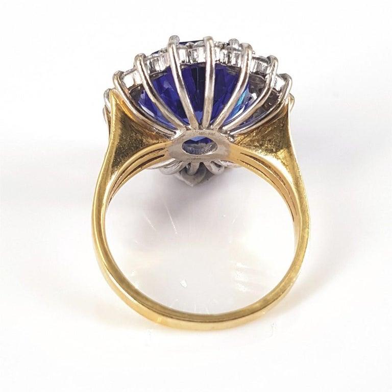18ct White & Yellow Gold Oval Cut Tanzanite & Diamond Ring For Sale 3