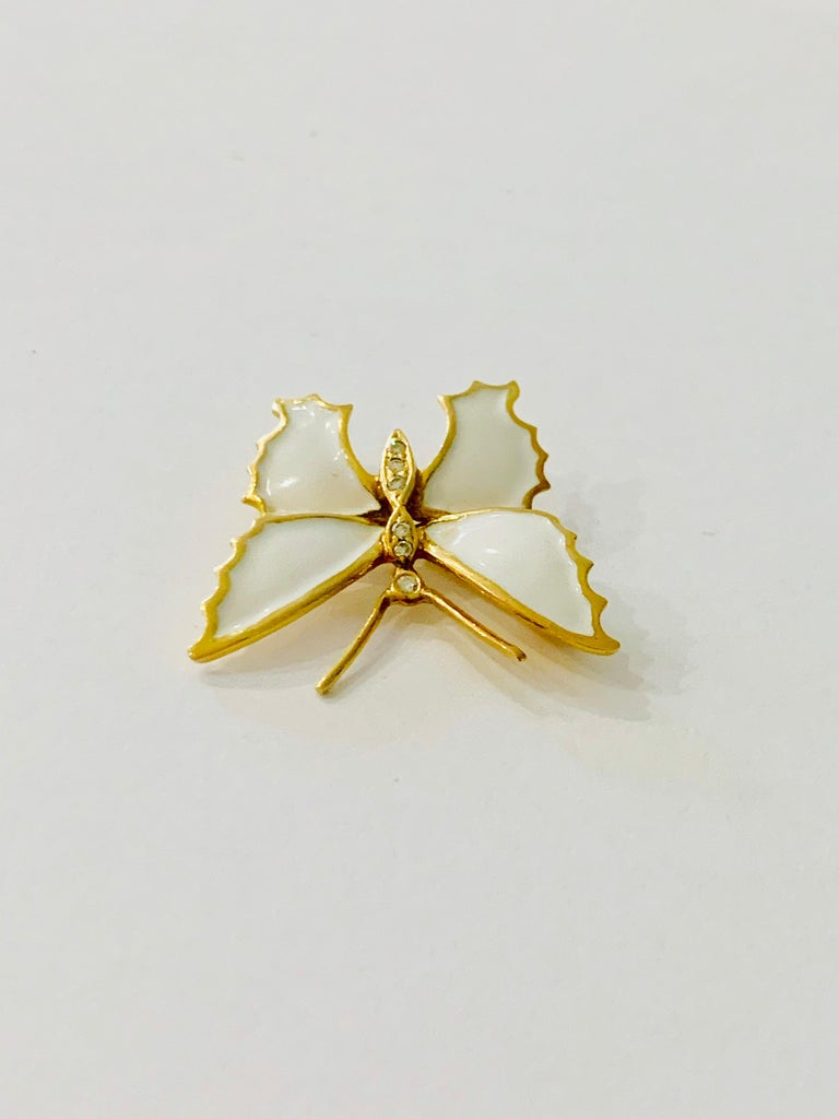 18 Carat Yellow Gold and White Enamel Butterfly Diamond Set Brooch In Excellent Condition For Sale In Chislehurst, Kent
