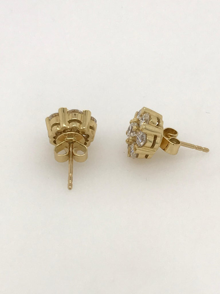 Modern 18 Carat Yellow Gold Brilliant Cut Diamond Cluster Stud Earrings 2.00 Carat For Sale