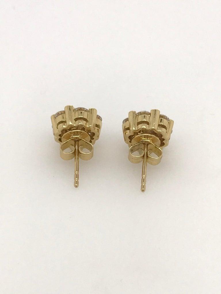 Round Cut 18 Carat Yellow Gold Brilliant Cut Diamond Cluster Stud Earrings 2.00 Carat For Sale