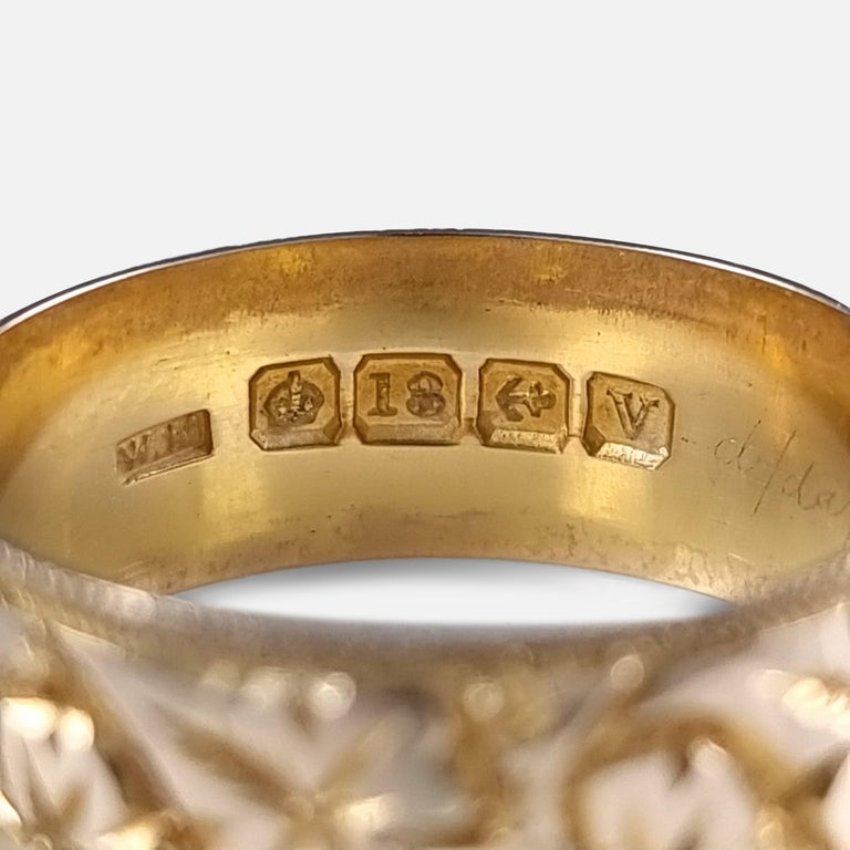 18ct Yellow Gold Foliate Engraved Keeper Ring, 1920 For Sale 5