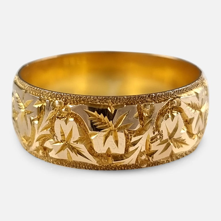 18ct Yellow Gold Foliate Engraved Keeper Ring, 1920 In Good Condition For Sale In Glasgow, GB