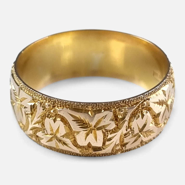 18ct Yellow Gold Foliate Engraved Keeper Ring, 1920 For Sale 2