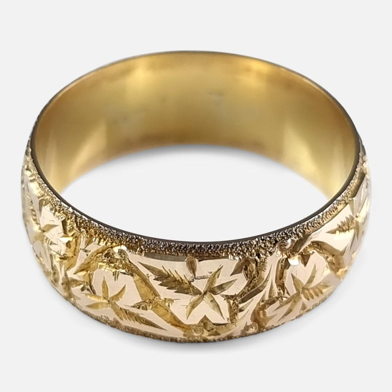 18ct Yellow Gold Foliate Engraved Keeper Ring, 1920 For Sale 3