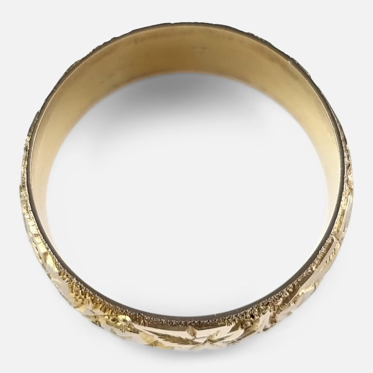 18ct Yellow Gold Foliate Engraved Keeper Ring, 1920 For Sale 4