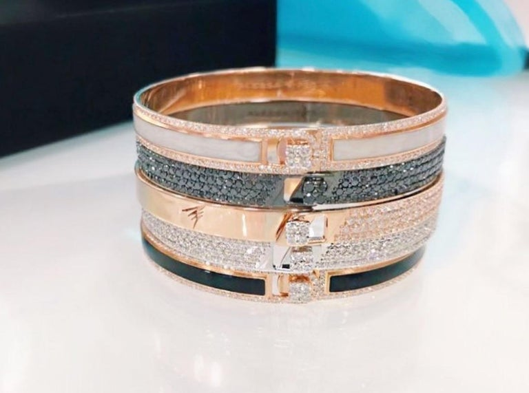 18K & 1.65 cts White Border Spectrum White Gold & Diamonds Bracelet by Alessa In New Condition For Sale In London, GB