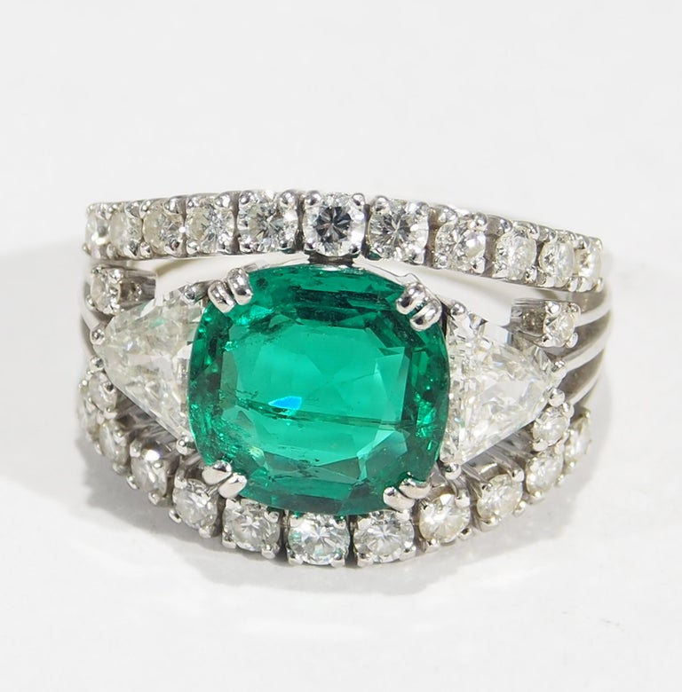 Cushion Cut 18 Karat AGL Certified Emerald and Diamond Ring White Gold For Sale